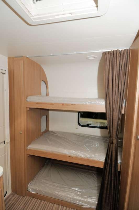 Adria aviva 512 pk colpo d 39 occhio sulla caravan camper - Pronto letto camper ...