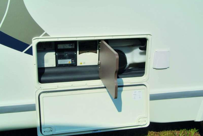 Chausson flash c646 colpo d 39 occhio sul camper camper life - Coibentare porta garage ...