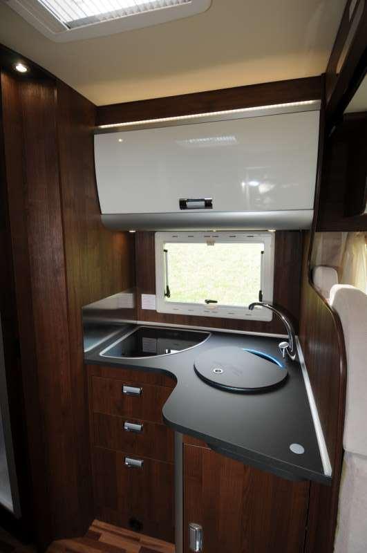 Laika ecovip 410 i test di camperlife camper life - Blocco cucina 160 cm ...