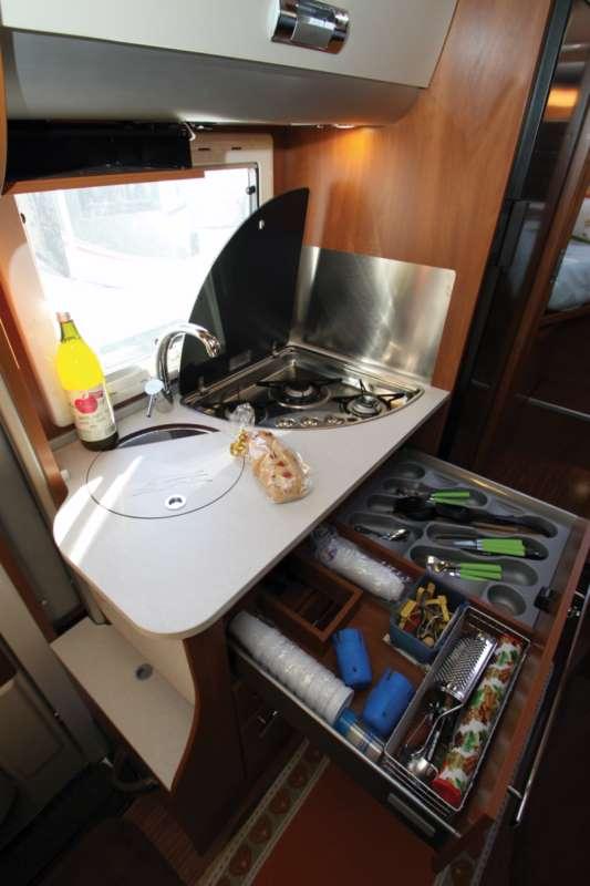 Laika kreos 3009s la prova su strada camper life - Quiz sulla cucina ...