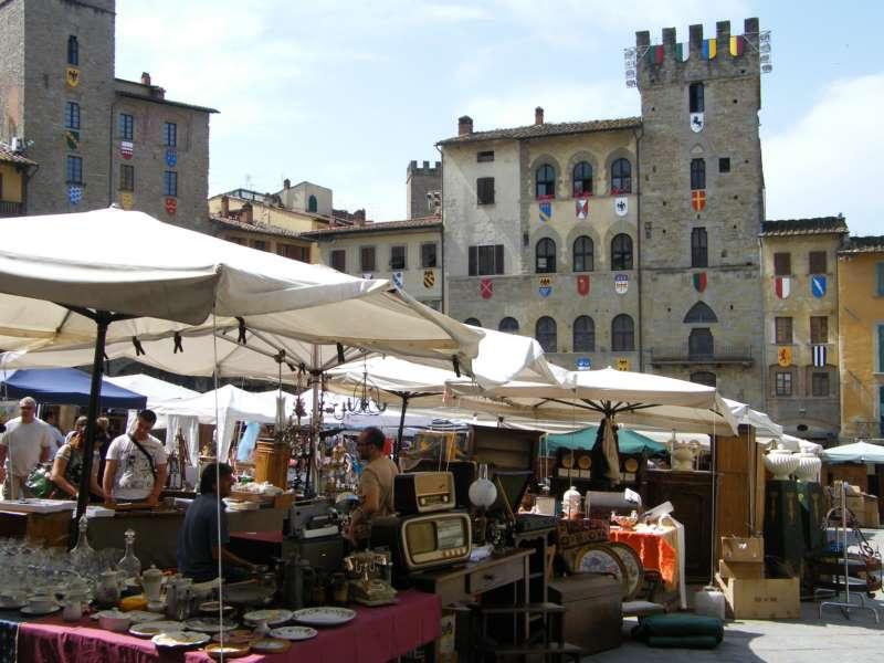 La fiera antiquaria di arezzo scrigno di tesori for Arezzo antiquariato