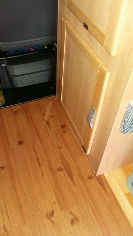 Pavimento in laminato su mclouis lagan camperlife for Dima per cerniere anuba fai da te