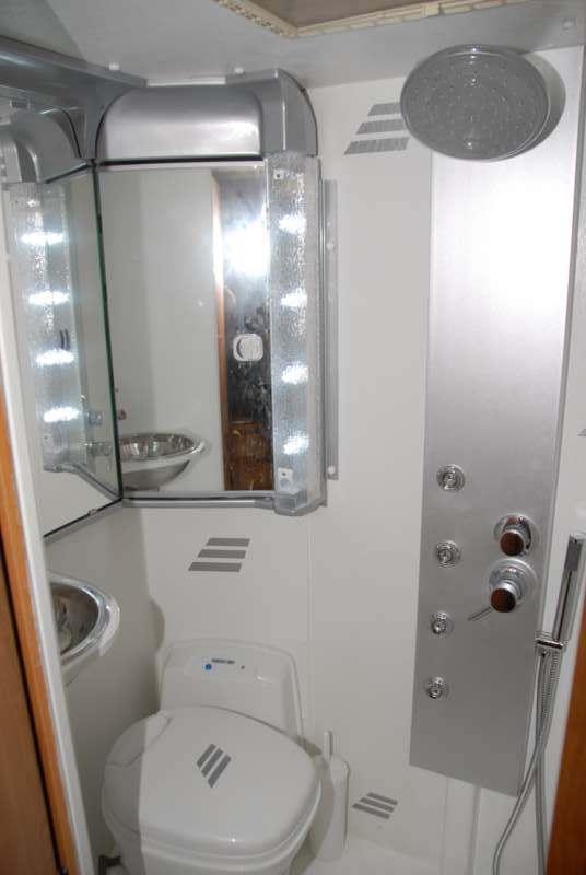 Ristrutturazione totale in fai da te della toilette su hymer b644 camper life - Bagno camper fai da te ...
