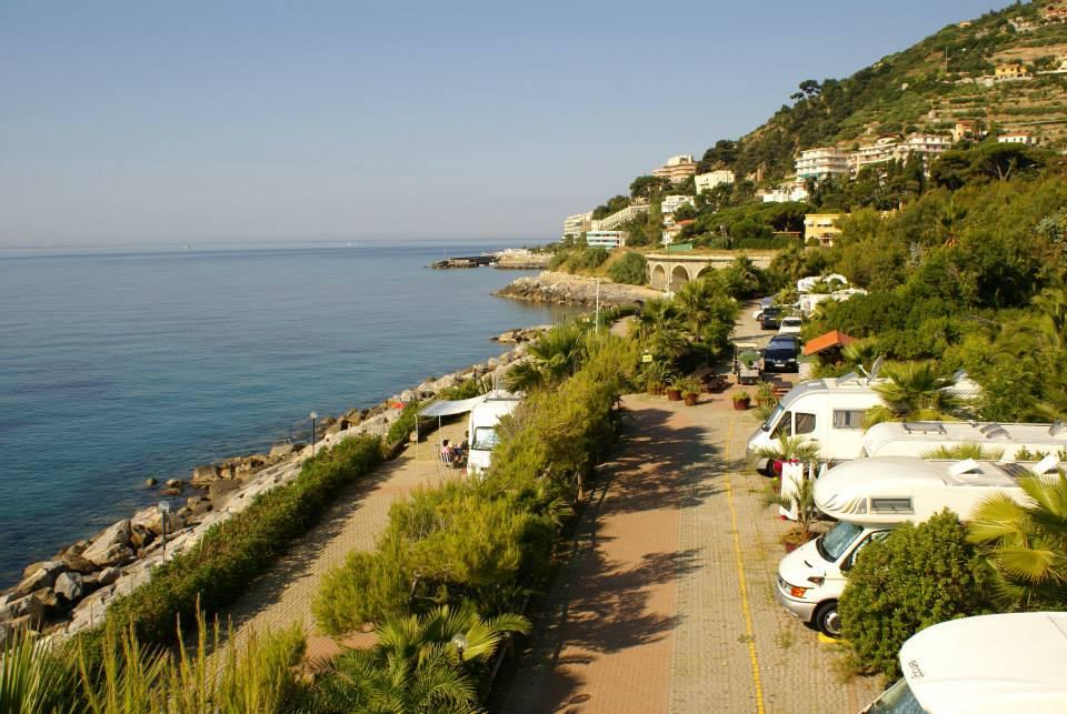Sanremo imperia liguria campeggio villaggio dei fiori for Villaggio dei fiori