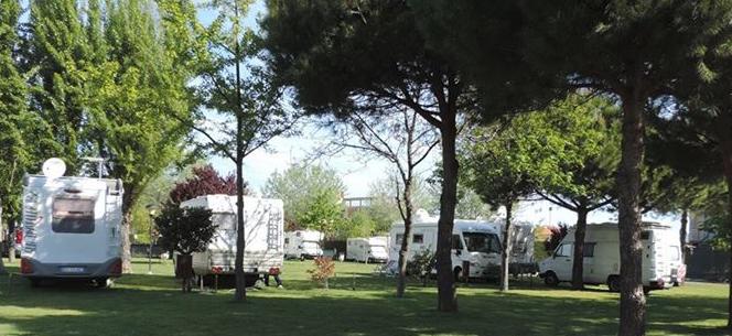 L 39 adriatico parking bellaria igea marina rimini emilia romagna camper life - Sosta camper bagno di romagna ...
