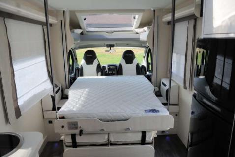 camper semintegrale Chausson 620 Welcome letto basculante