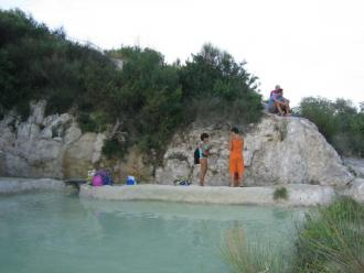 Le terme libere il benessere viene dall 39 acqua camper life il portale del camper e viaggi in - Bagno vignoni terme libere ...