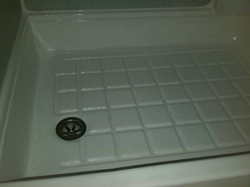 Piatto doccia per camper: box doccia tenda argento a campegine