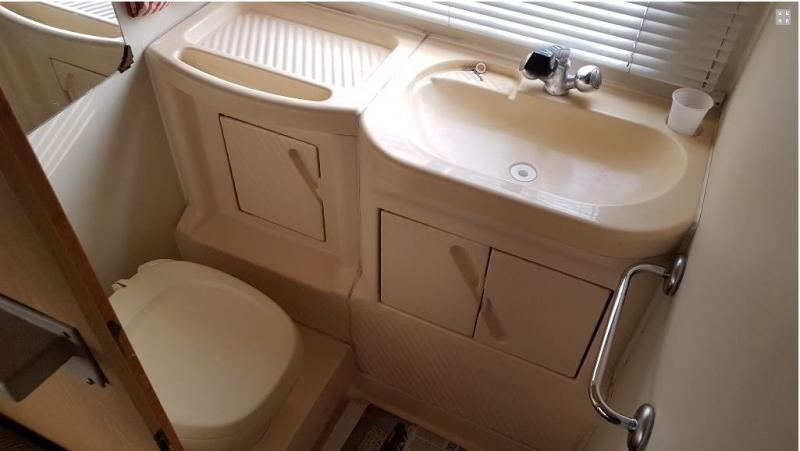 Come rifare completamente il bagno infiltrato del camper camper life - Rifare il bagno del camper ...