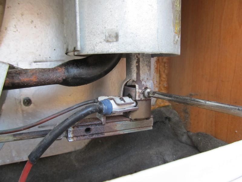 Pulizia del camino e del bruciatore del frigorifero for Calamite frigo fai da te
