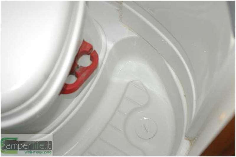Riparazione Vasca Da Bagno Vetroresina : Riparare piccoli danni al piatto del bagno o alla doccia camper life