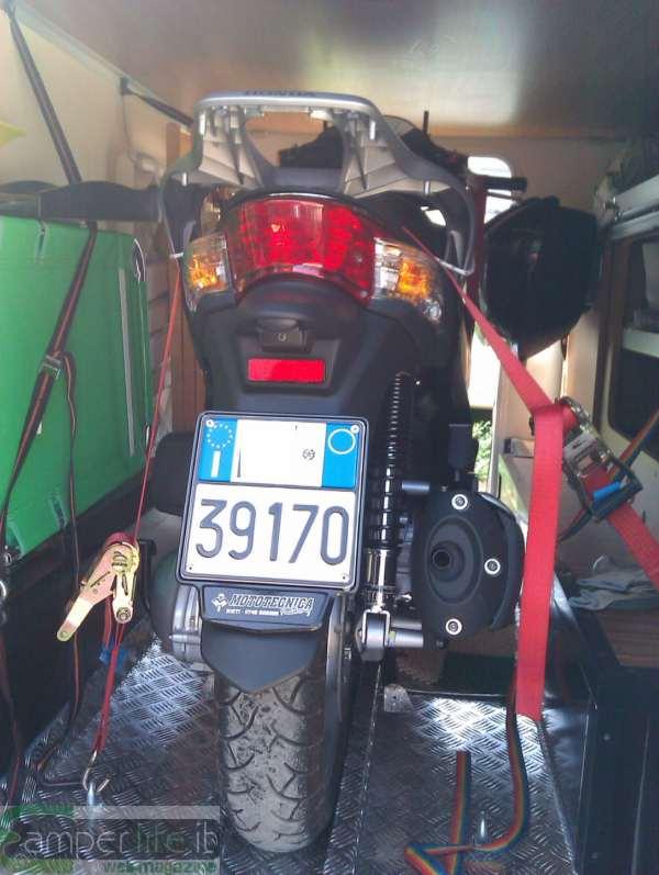 Ancorare lo scooter nel garage del camper camper life for Garage moto scooter