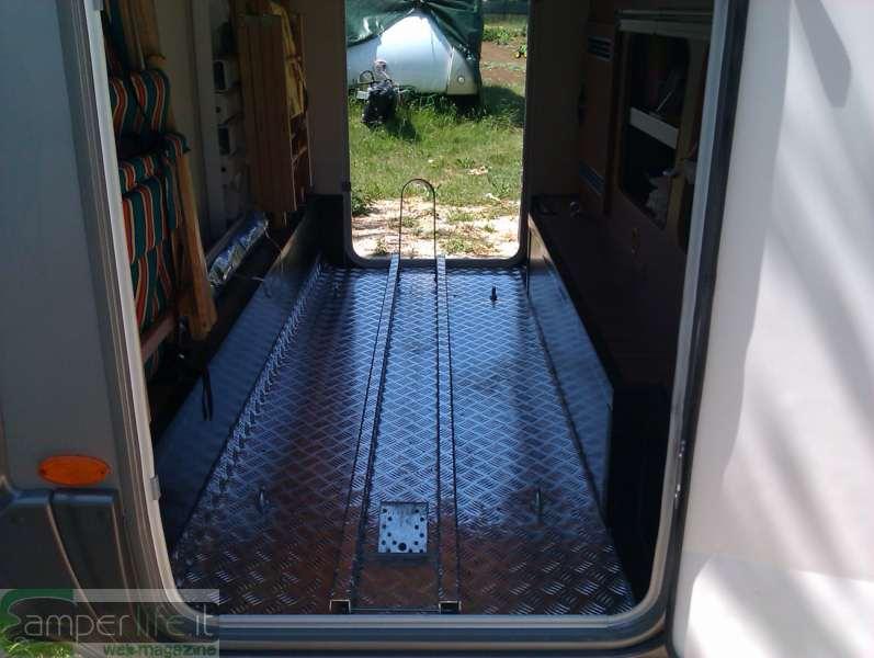 Ancorare lo scooter nel garage del camper camper life for Planimetrie del garage rv