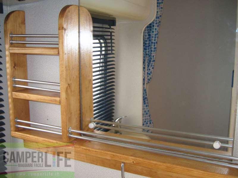 Realizzare un mobiletto porta asciugamani camper life - Idee per porta asciugamani ...
