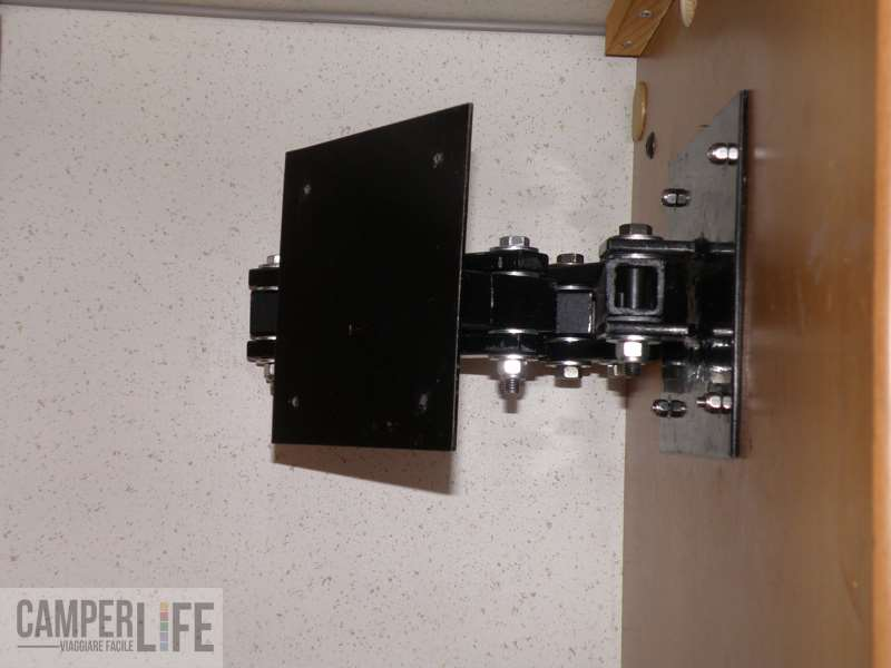 Realizzare una staffa porta tv camper life - Supporto porta tv ...