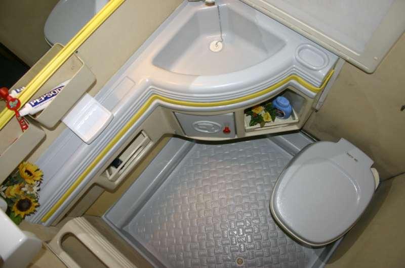 Protectakote un valido aiuto per il fai da te in camper camper life - Rifare il bagno del camper ...