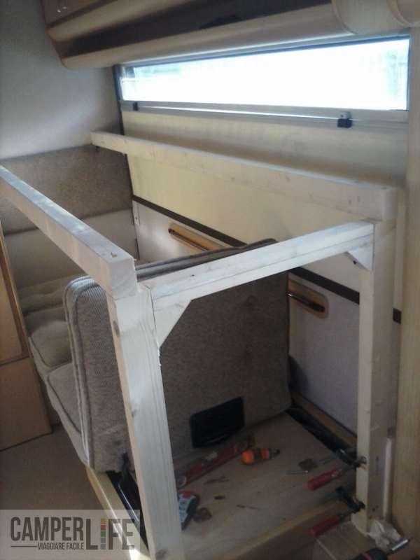 Ricavare un letto a castello da dinette arca new dealy 618 camper life il portale del camper e - Costruire un letto a castello ...