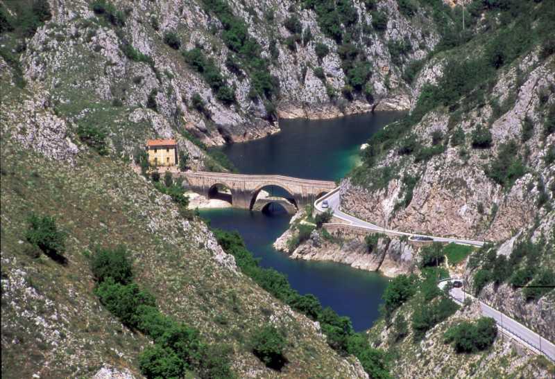 Itinerari in camper: Il Parco Nazionale D\'Abruzzo e i due Laghi ...