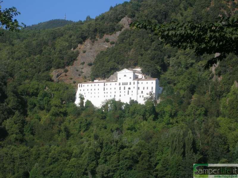 camper viaggi basilicata melfi abbazia Benedettina san Michele