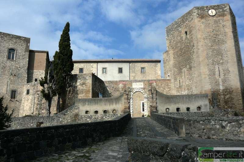 camper viaggi basilicata melfi castello