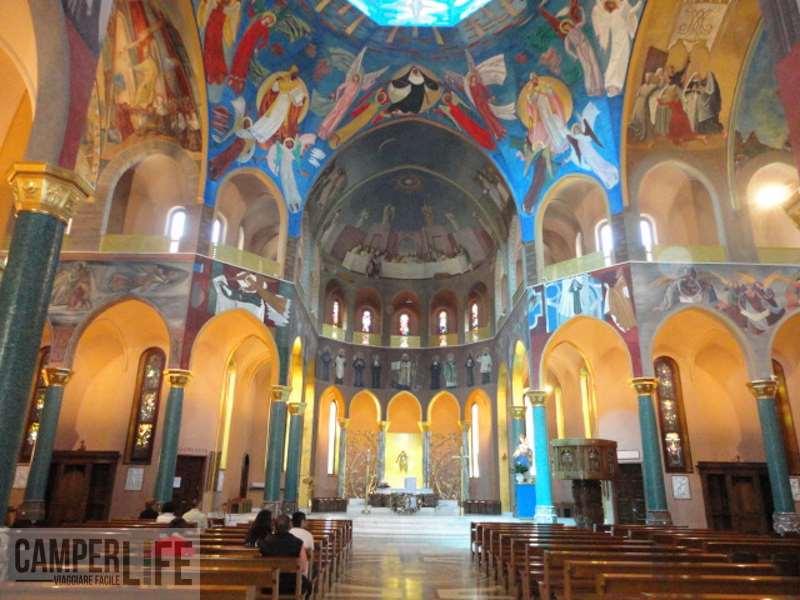 L 39 italia si svela la valnerina camper life for Basilica di santa rita da cascia
