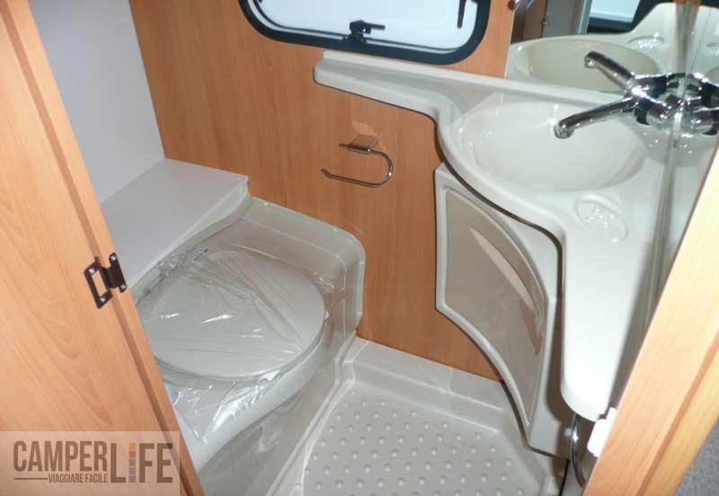 Test caravan caravelair antares luxe 420 quattro camper for Stipetto bagno