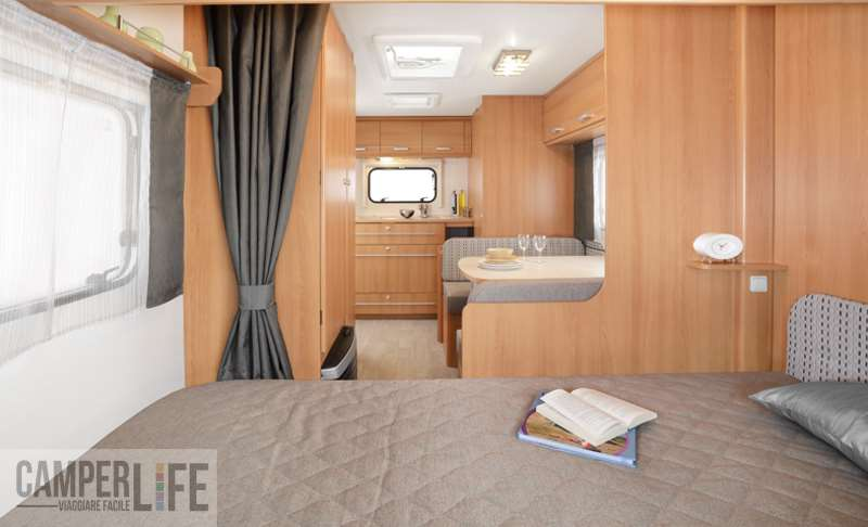 Test caravan caravelair antares luxe 420 quattro camper for Letto matrimoniale dimensioni ridotte