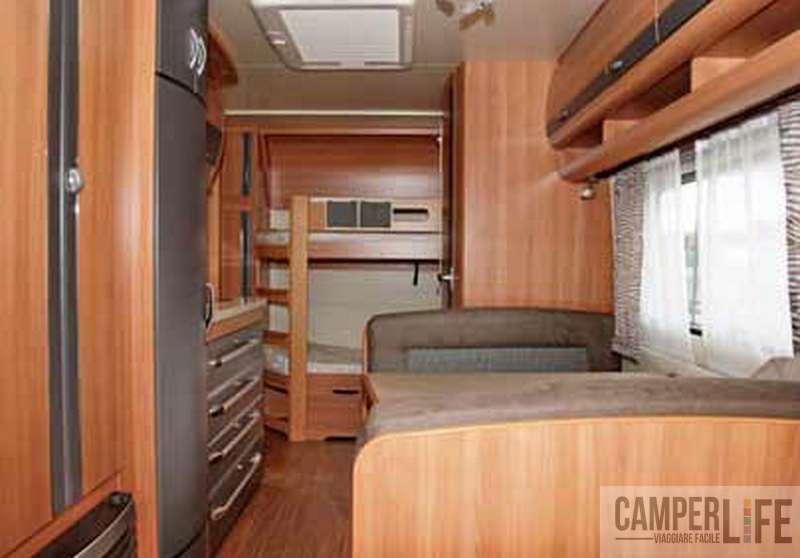 Test caravan hobby de luxe 490 kmf camper life for Interno roulotte