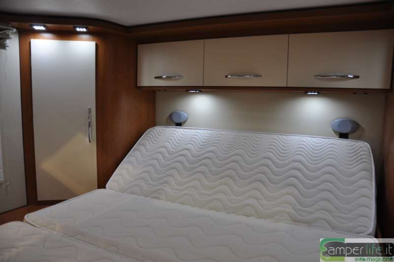 Arca p 740 glc camper life for Mensola sopra il letto