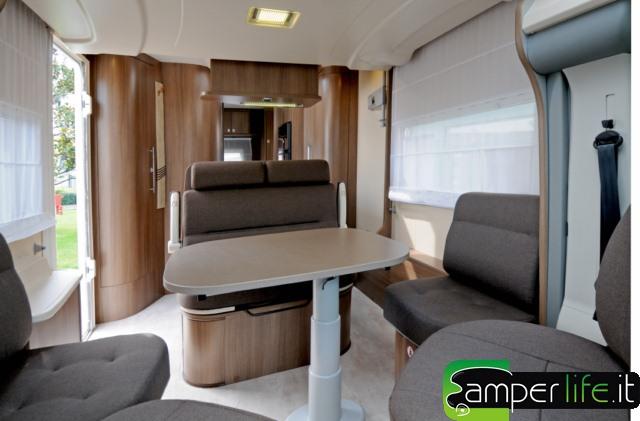 Challenger prium l 39 innovazione in movimento camper life - Oblo tetto casa ...