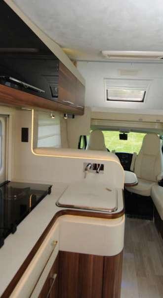 i test di camperlife roller team granduca garage magnifico camper life. Black Bedroom Furniture Sets. Home Design Ideas